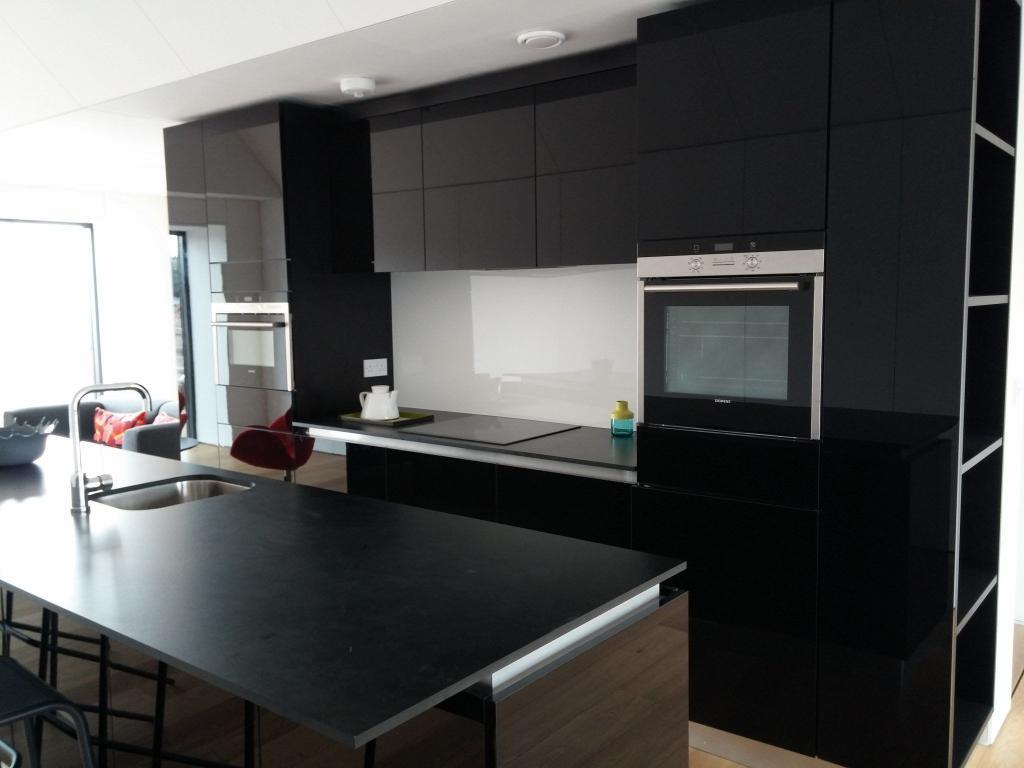 Black high gloss kitchen kurniture